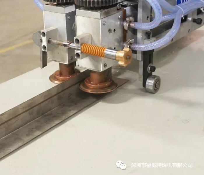 屋面手持便携式自动滚焊机